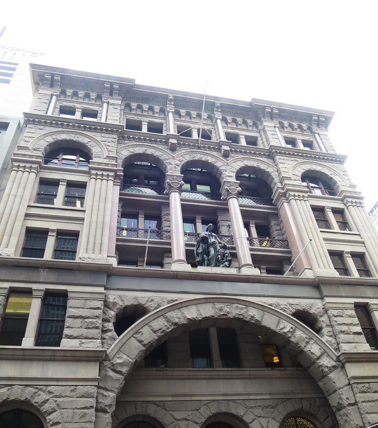 L'immeuble aujourd'hui avec son escalier intérieur d'époque. Ph. Delahaye.
