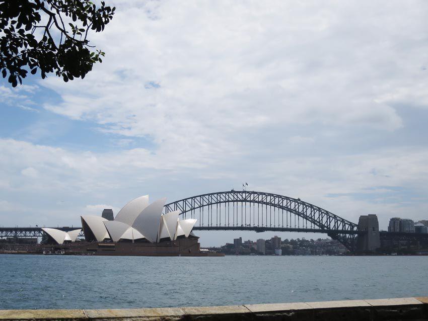 La vue du pont et de l'opéra tout proche est emblématique de la ville. Ph. Delahaye.