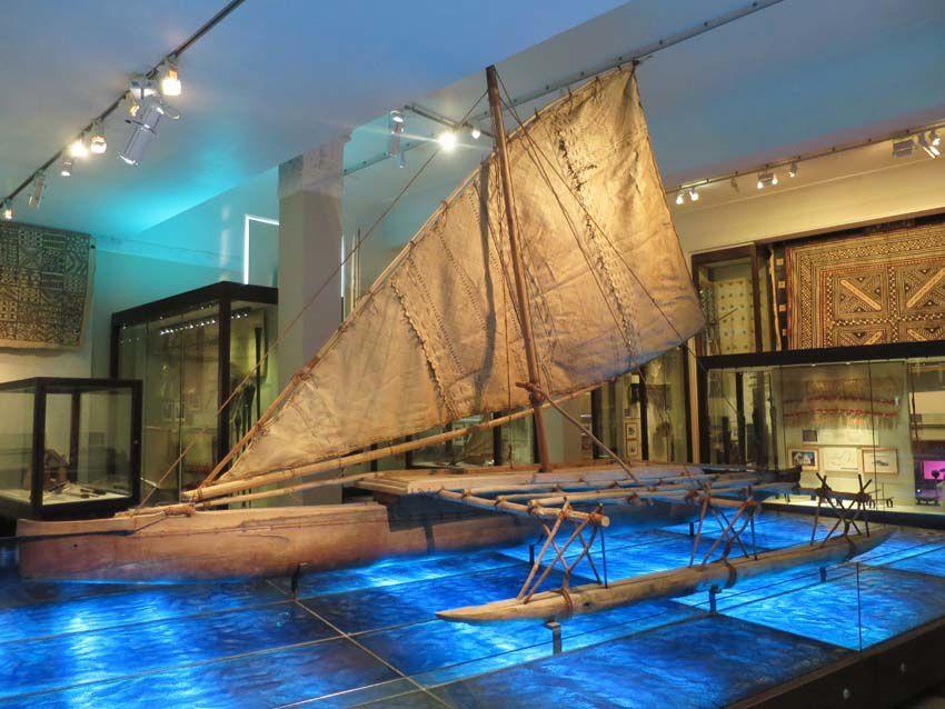 Pirogue Maori exposée au musée. Ph. Delahaye.