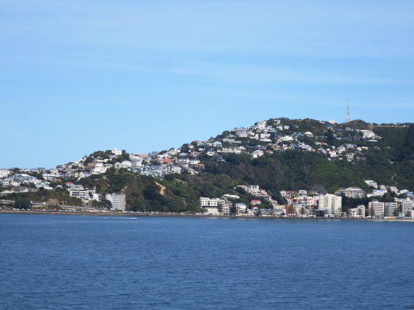 Puis la ville de Wellington s'éloigne doucement. Ph. Delahaye.