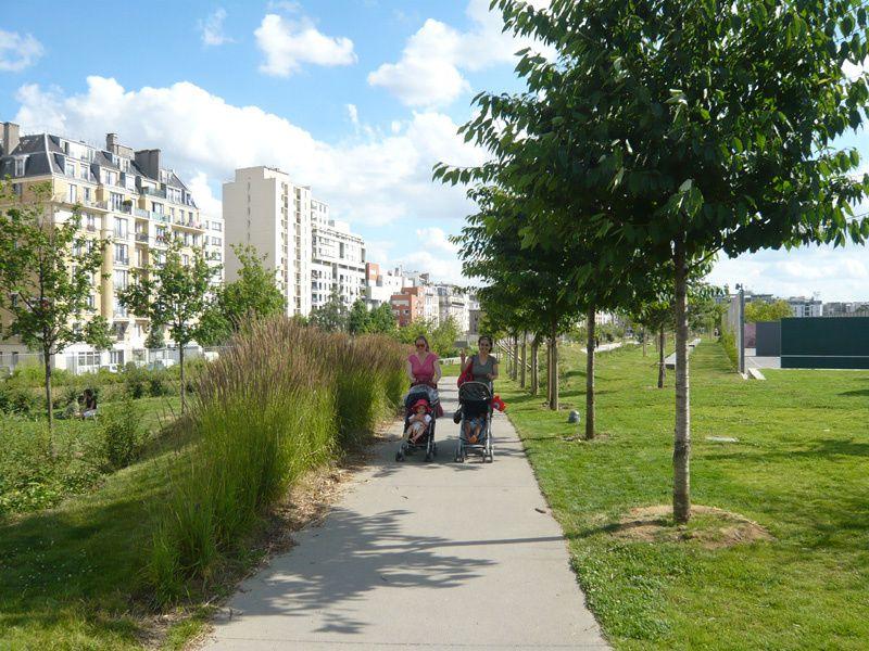 Jardin éole : TROC-LIVRES DE MAI, AVEC DES VOLONTAIRES, ON FAIT L'INVENTAIRE