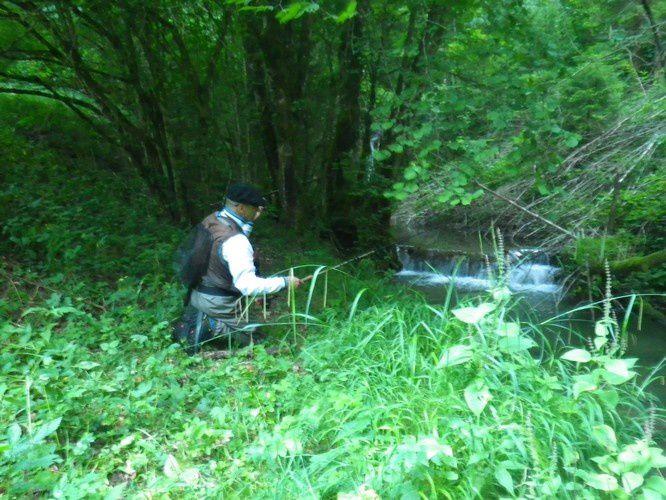 Phil pêcheur de truite dans la Drôme.