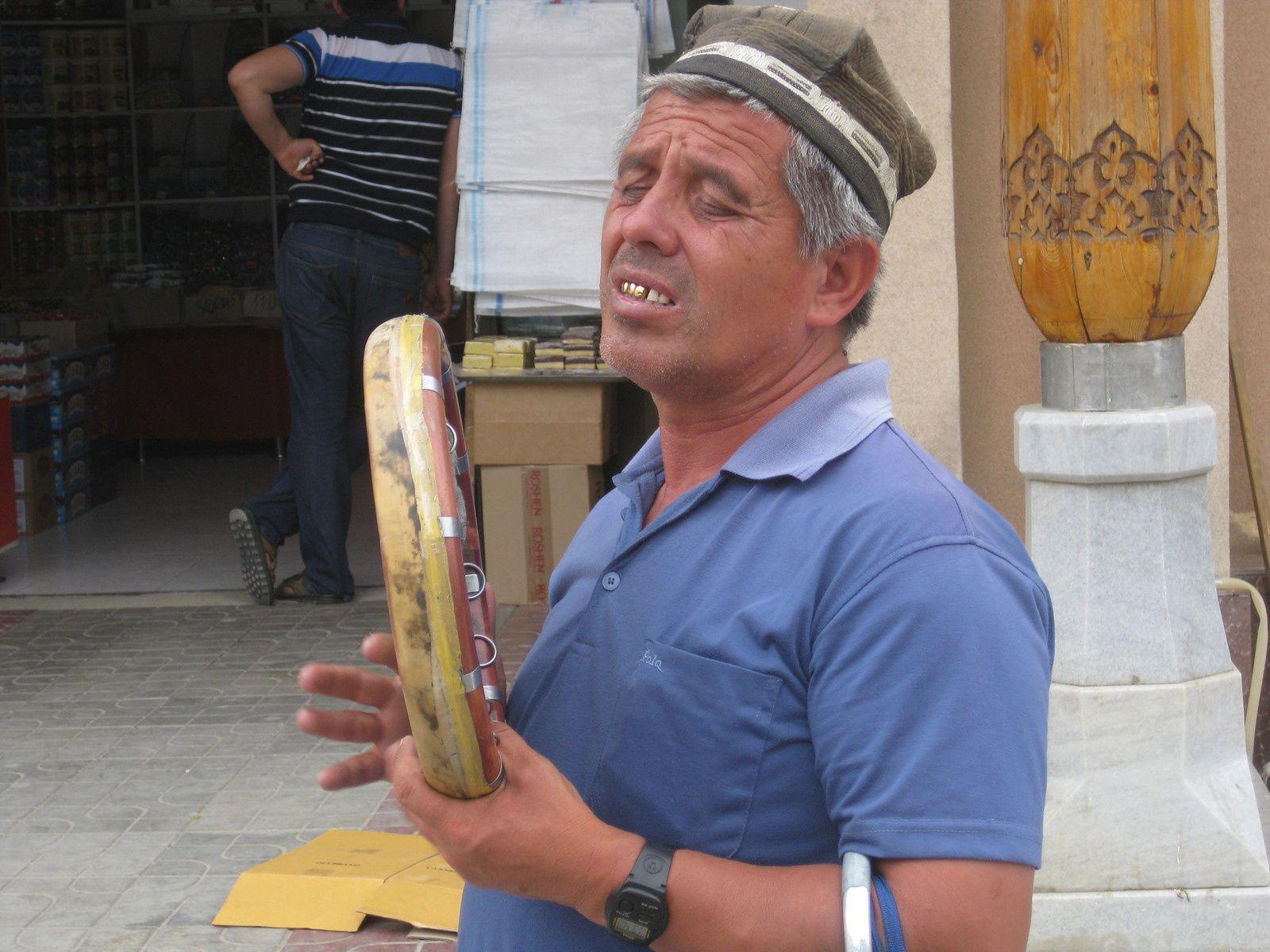 Chanteur aveugle, Oubékistan (photo prise par Patrick)