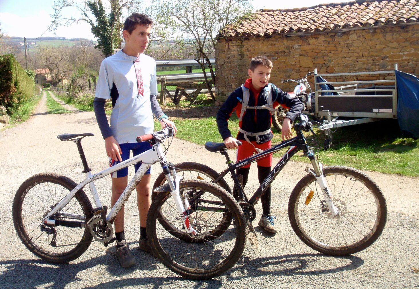 Damien, Dimitri et leur papa. Happy riders!