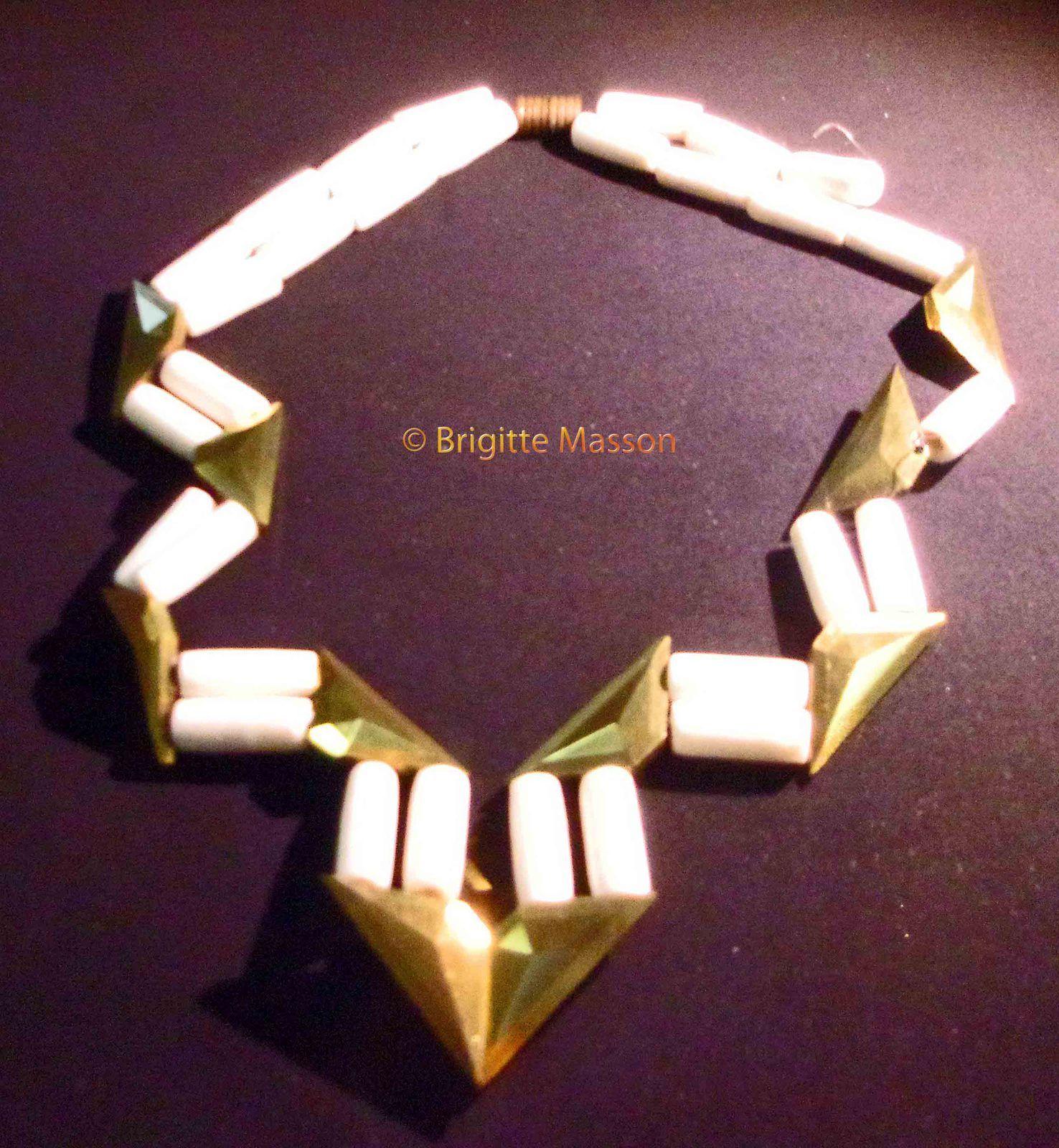 Les colliers de l'exposition &quot&#x3B;Les bijoux d'Elsa Triolet&quot&#x3B; à la fête de l'Humanité