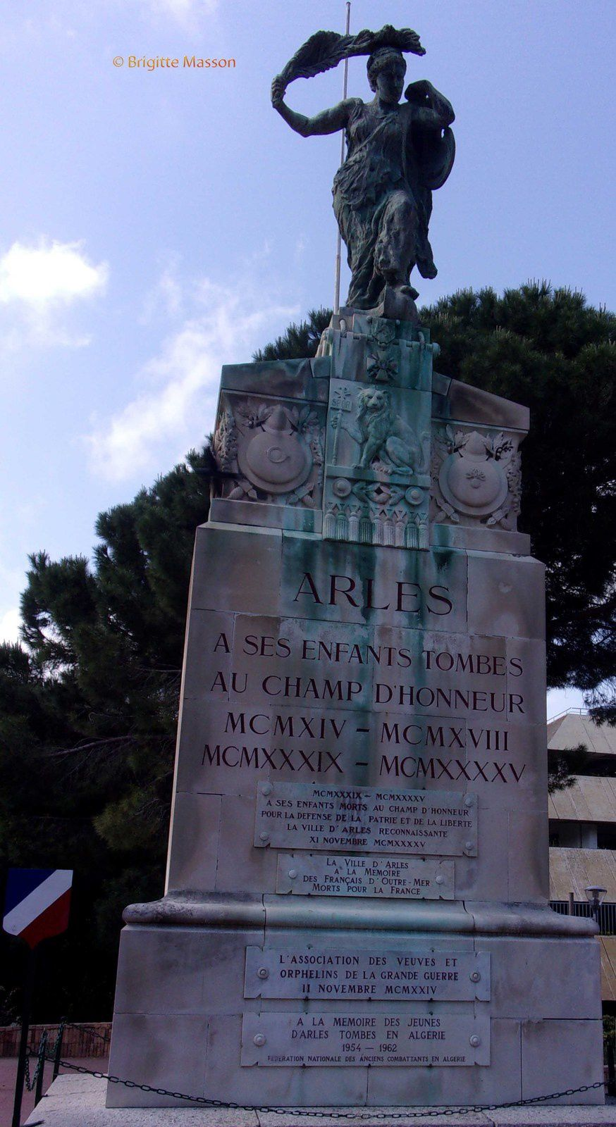 Rencontre arles monuments aux morts