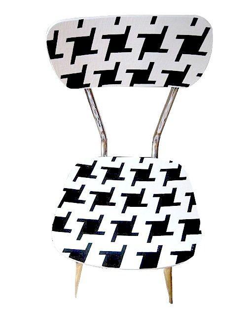 Chaise POULETTE, pied de poule, peinte. 95€ © SophieLDesign