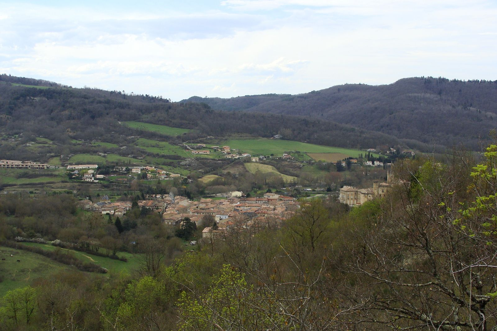 Chalabre: vues des Pyrénées et de Chalabre