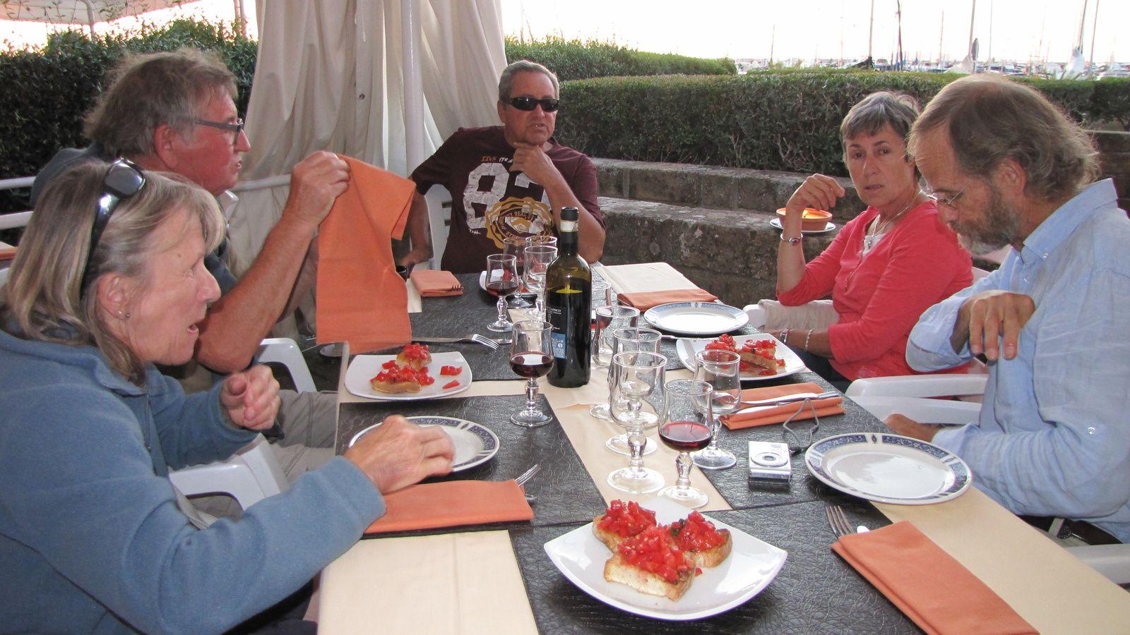 Dernier repas au restaurant sur le port de Punta Ala