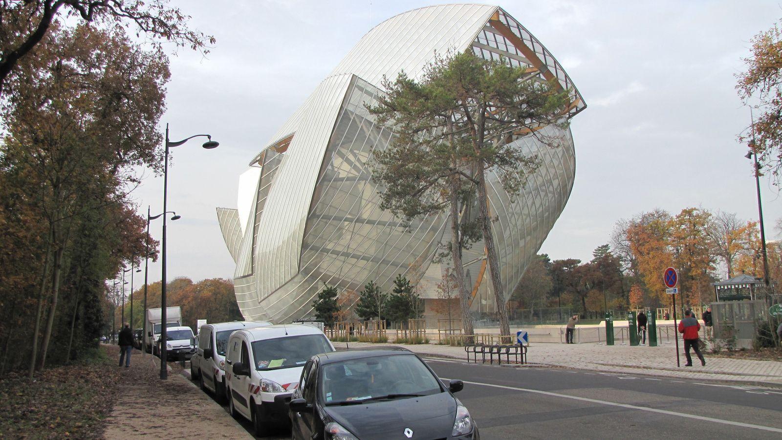 Bâtiment de la Fondation Vuitton au bois de Boulogne (vue générale extérieure)