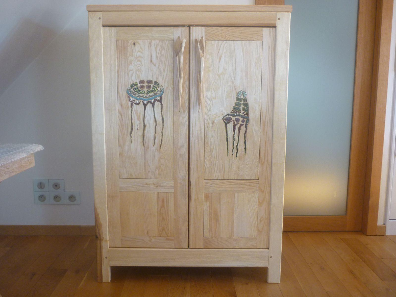 petite armoire pour robes en frène