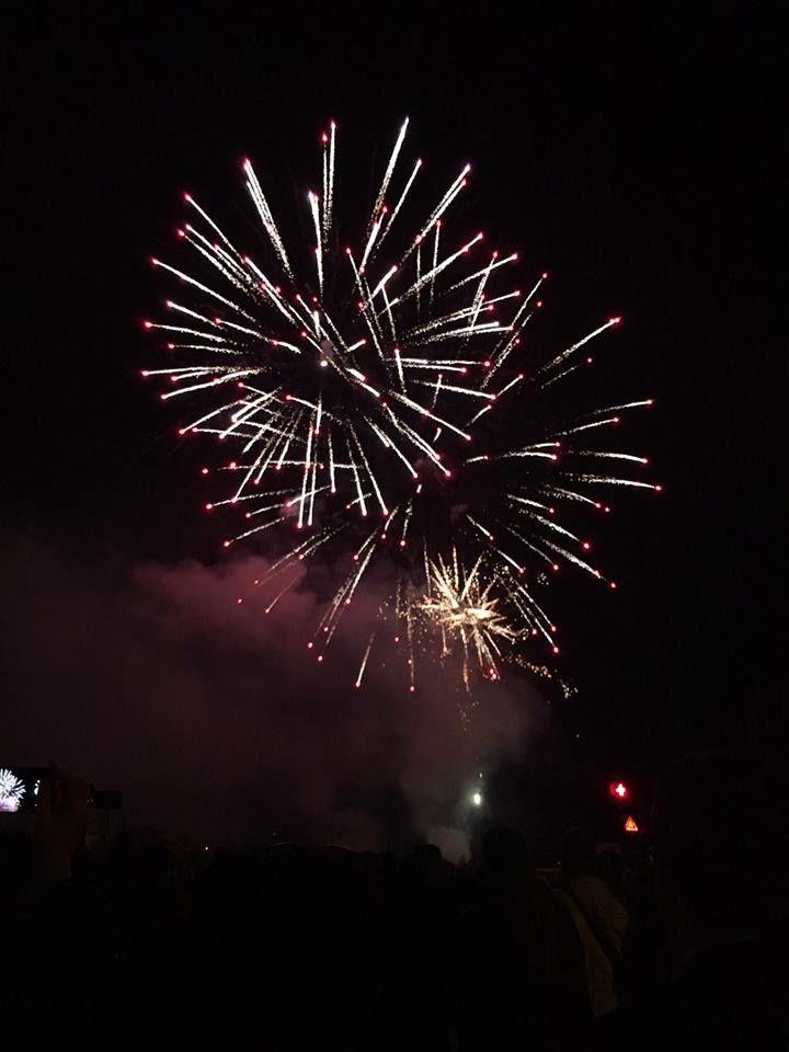 Le feu d'artifice à Périgueux le 14 juillet par Margaux, ma petit-fille.......