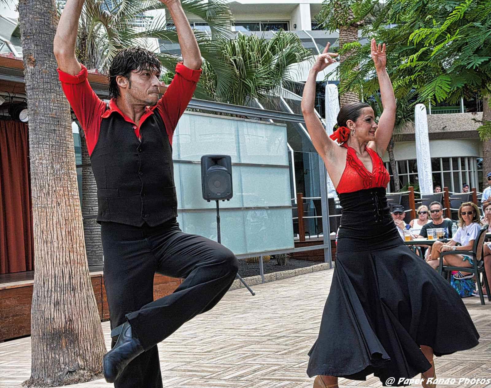 Passionné par l'Espagne depuis toujours (1er fois il y a + de 30 ans) & pas d'Espagne sans Flamenco Ici Flamenco en direct du Pays sous 32°Rien que du Bonheur