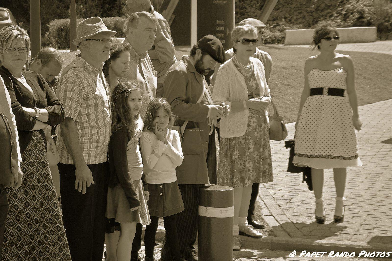 Pendant 3 jours au Bois du Cazier retour an 1956, Déjà 60 ans , le 8 août  1956 terrible catastrophe minière ( j'avais 6 ans  & je me souviens, j'habitais un petit village Heppignies, tout le village était sur la place , devant le café un des seul endroit ou il y avait une TV  (oui en 1956 il n'y avait que les riches ou les cafés qui pouvaient s'offrir une TV, en ce temps la nous prenions notre bain dans une bassine
