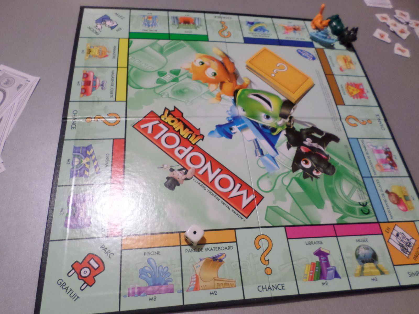 jeu de soci t monopoly junior l 39 avis de famille. Black Bedroom Furniture Sets. Home Design Ideas