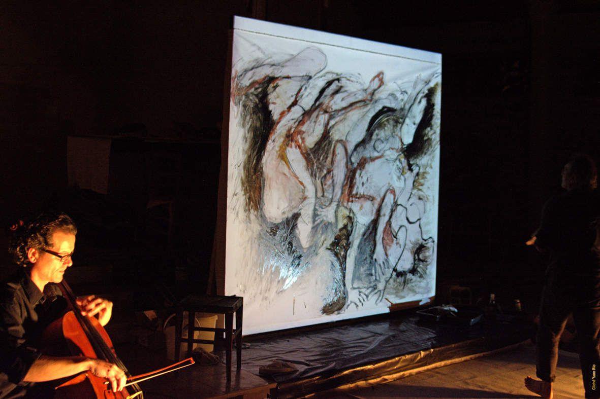 La performance  avec:  Jean Bouyer violoncelle -  Christophe Sartori, création sonore et vidéo - Marc Geourjon, lumières - remerciements: L'Hôpital de Port-Louis, l'association Les Passeurs d'Oz, - Photos Yann Rio