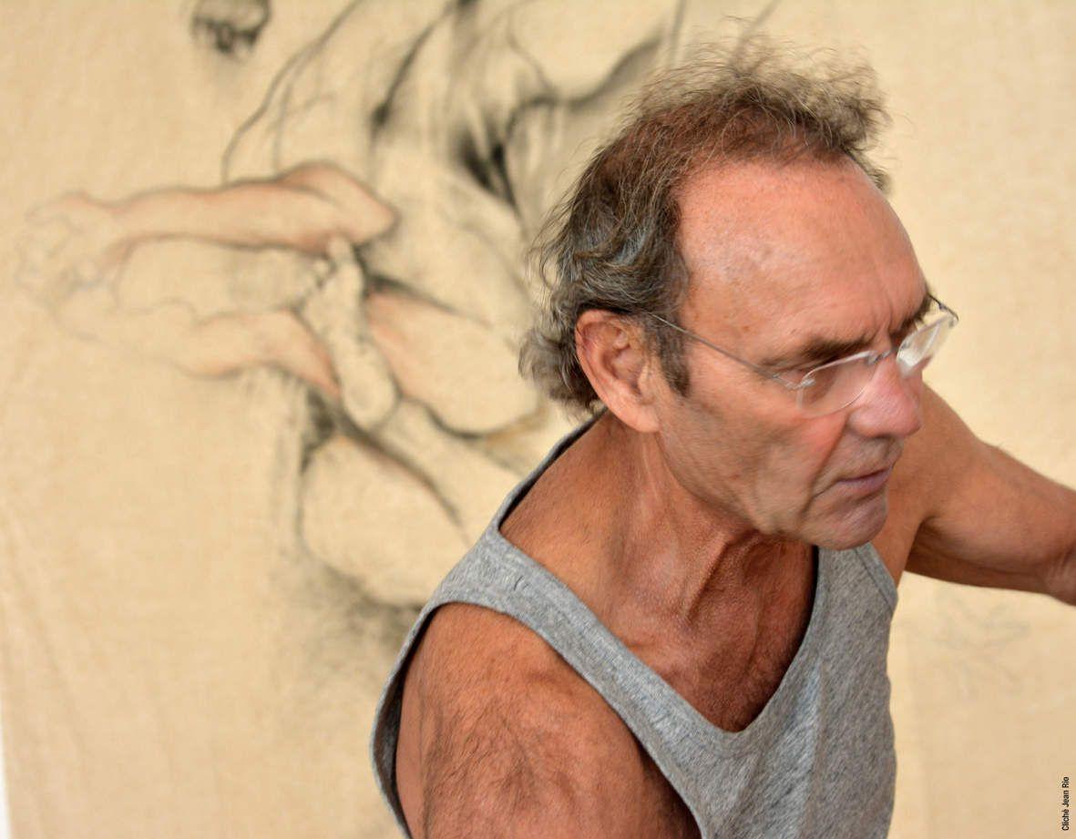Une résidence de 5 jours à la galerie pour réaliser et installer une suite de dessins découpés sur le thème de l'homme qui penche, son état d'instabilité, la perte et la tentative de la reprise de l'équilibre.  Photos Jean Rio