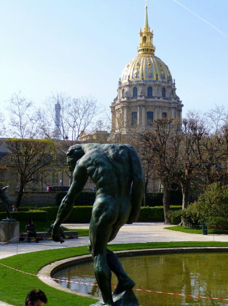 D'autres oeuvres de Rodin exposées dans le parc dont la Porte des Enfers et le Penseur (mars 2014, images personnelles)