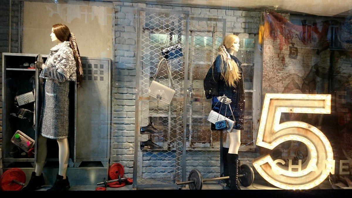 Diaporama montrant la facade du Printemps Haussmann et quelques vitrines (novembre 2014, images personnelles)