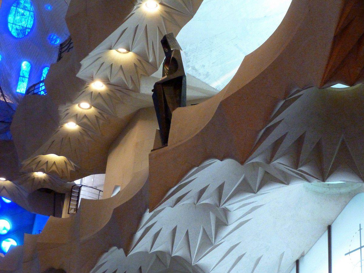 Quelques détails de l'immense nef de la basilique (avril 2015, images personnelles)