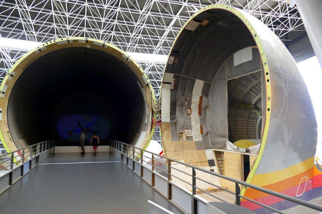 Dans les entrailles du Super Gumpy, c'est toute l'histoire de l'aviation à Toulouse qui défile devant nos yeux (août 2016, image personnelle)