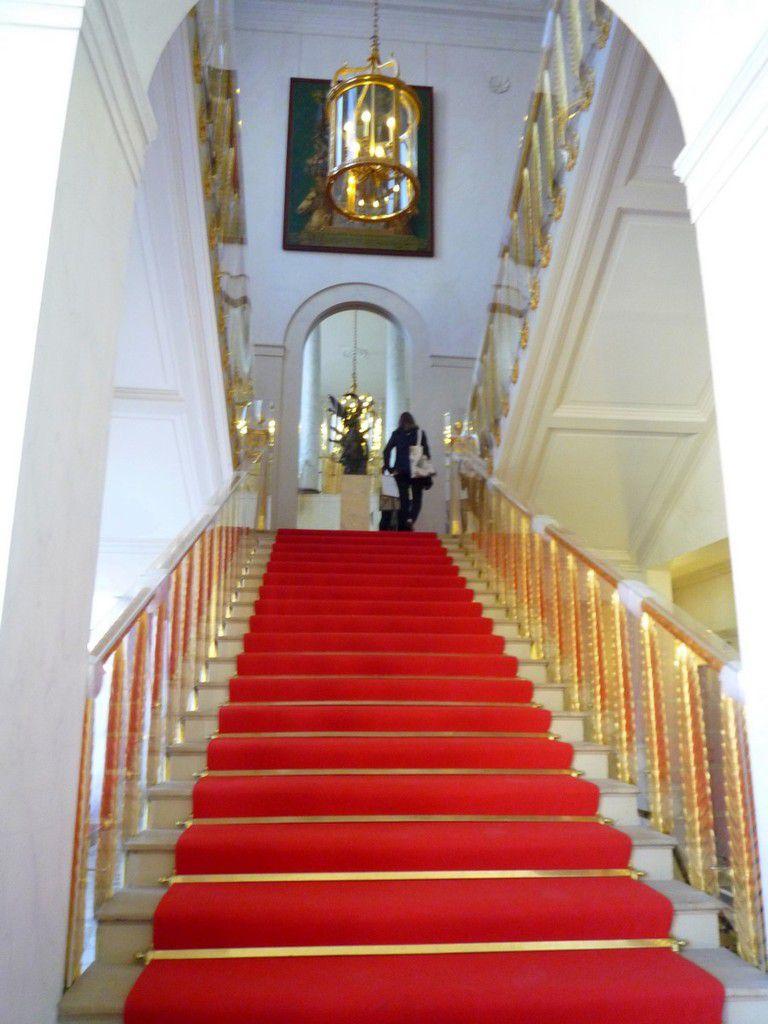 Le vestibule d'honneur donnant sur l'escalier Murat et au premier étage du Palais (septembre 2012, images personnelles)