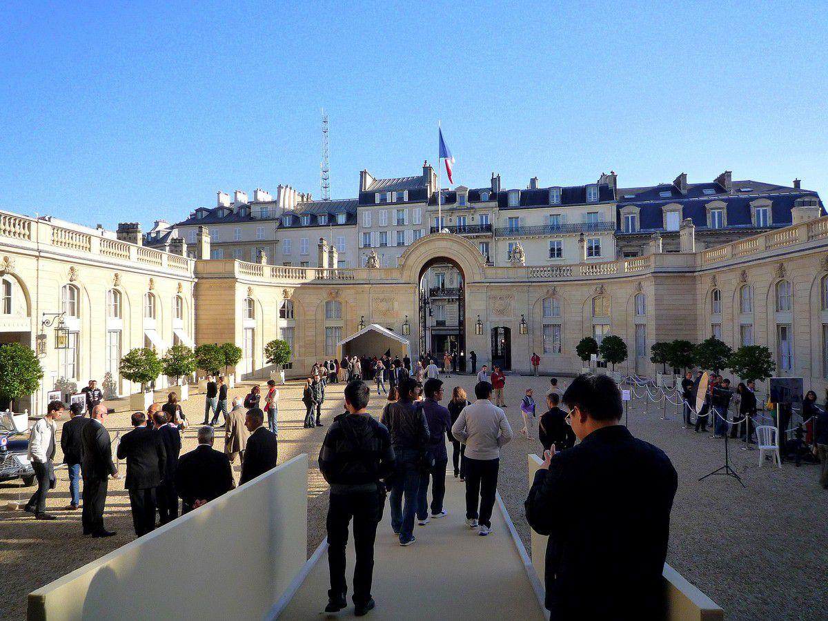 Derniers instants passés dans la cour d'honneur de l'Elysée avant de sortir par le 55 rue du Faubourg St Honoré (septembre 2012, images personnelles)