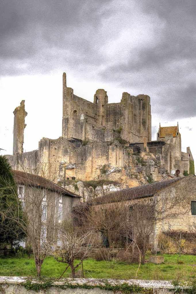 Cité médiévale et château des Évêques à Chauvigny ( 86 ) .....