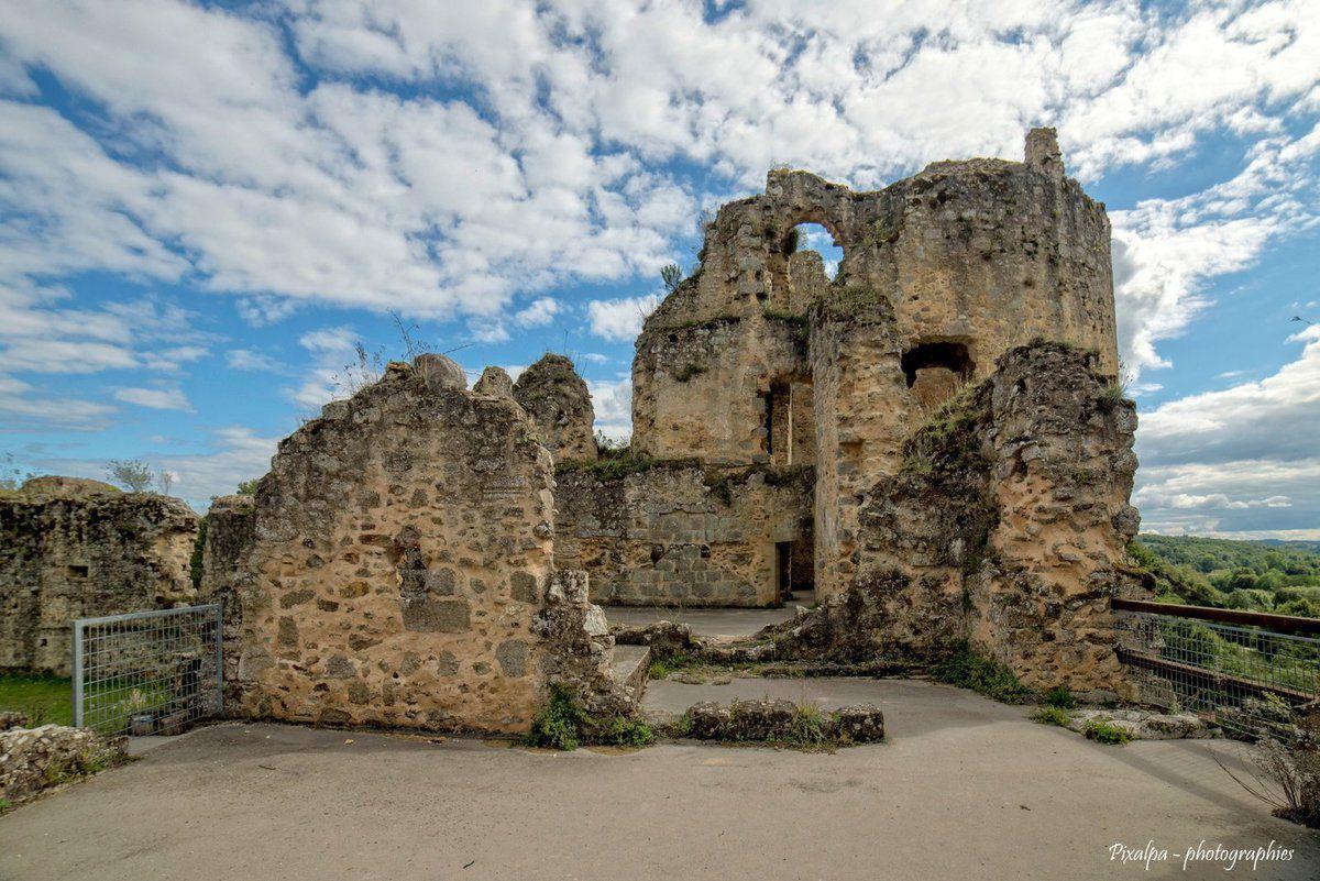 le château de St Germain de Confolens.........