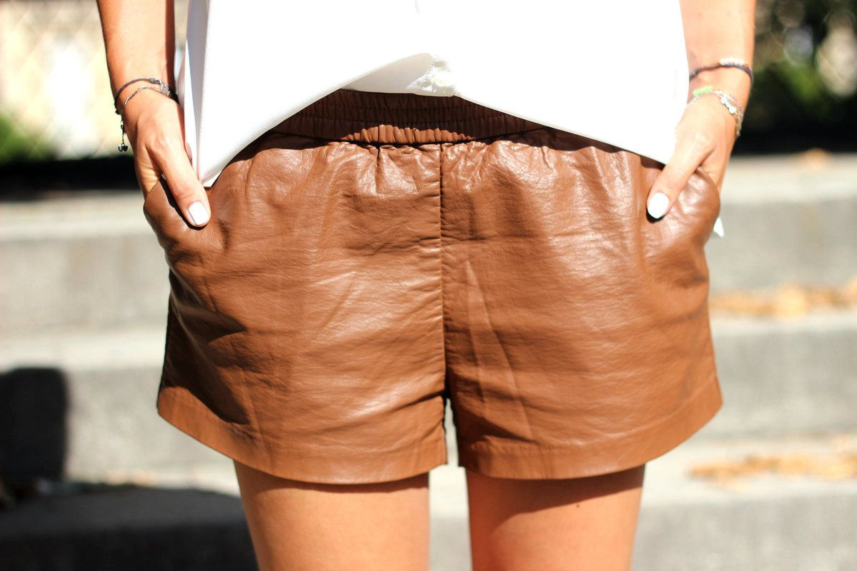 short en cuir marron