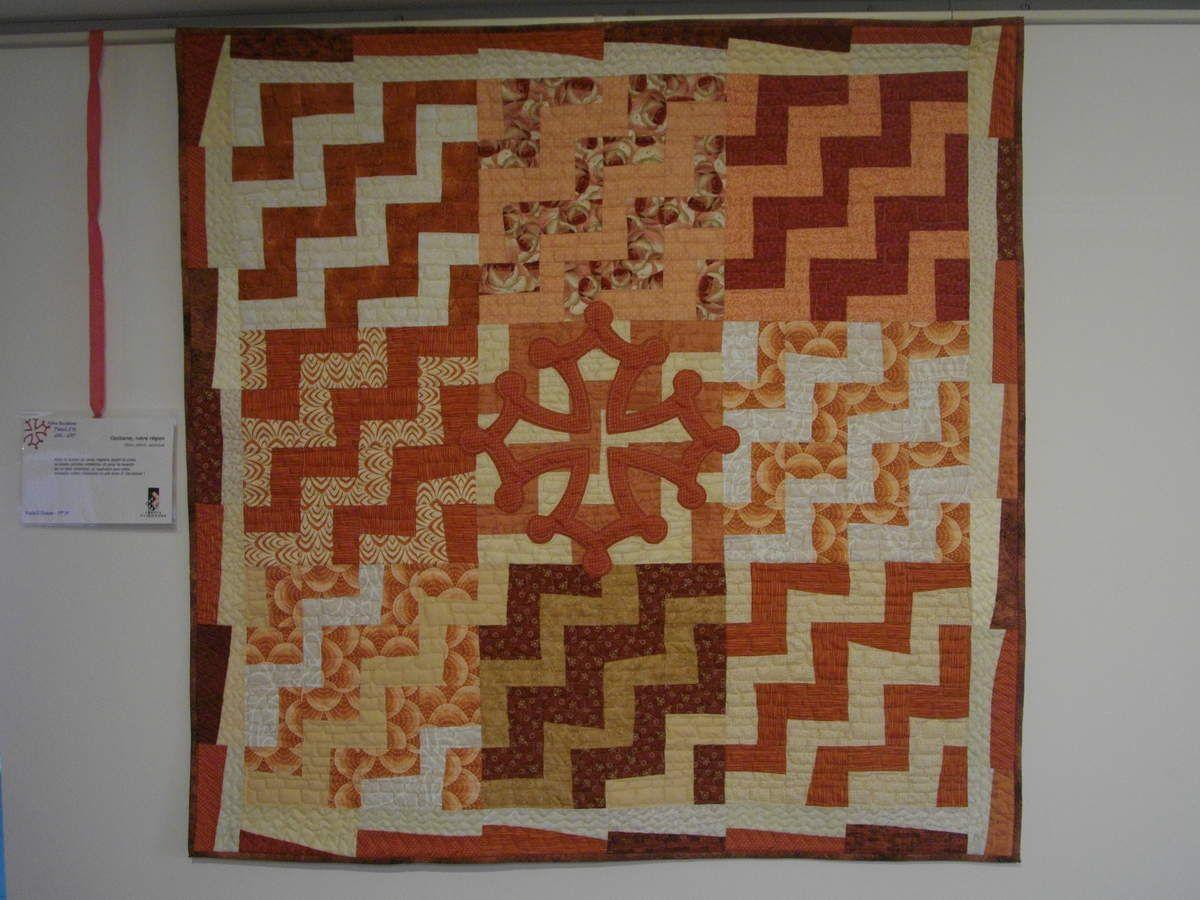 croix occitane en patchwork : ocres