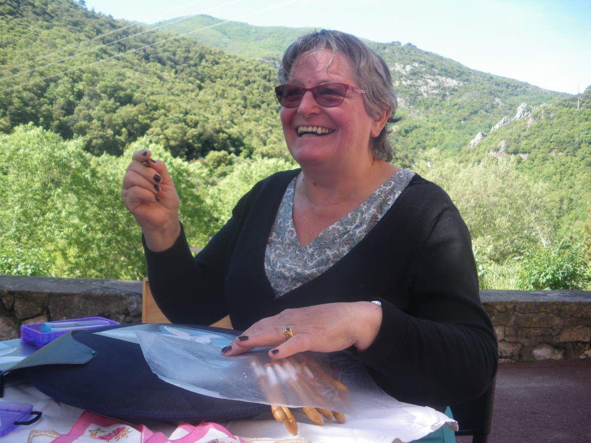 Dentellières à Reynes à la fête des paniers et bonastes
