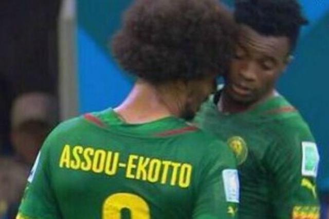 Coup decheveux de Assou Ekotto à Moukandjo, tension dans le match Camerou-Croatie (4-0)
