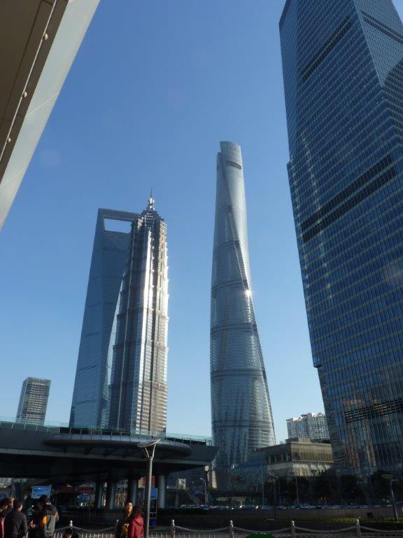 le plus haut gratte ciel de Chine terminé l'an dernier, vide!!