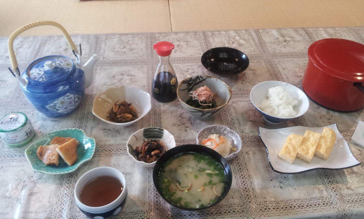 Un petit déjeuner traditionnel pour 350 ¥