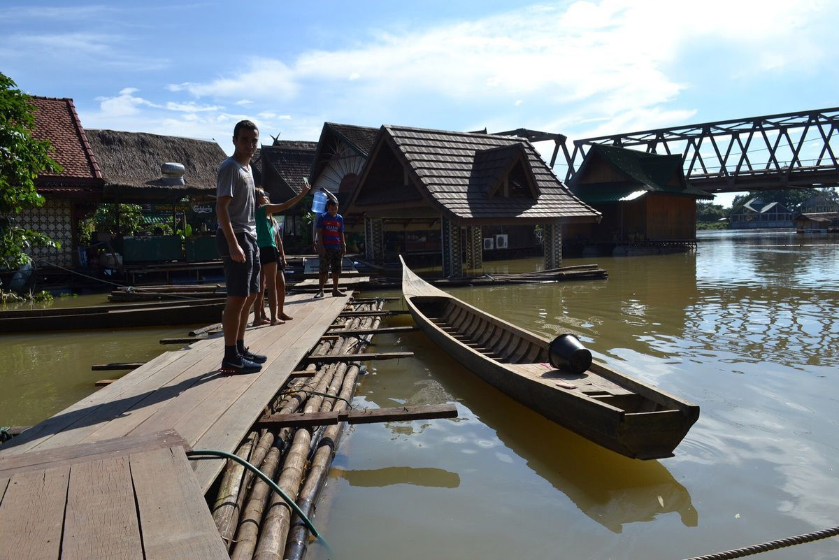 Boungnanh floating restaurant - Nam Ngum River