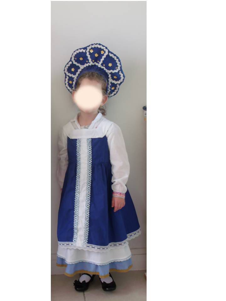 costume de danseuse russe avec kokoshnik