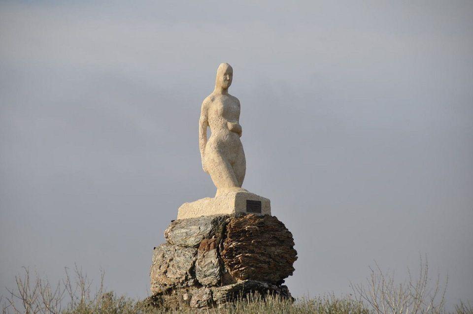 """""""La Vénus sortant des flots"""" à la pointe du Gaou signée du physicien et sculpteur local Robert Forrer (1891-1964)"""