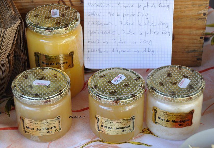 Honneur aux spécialités locales (pain, fruits et légumes, huile d'olive, miel etc)