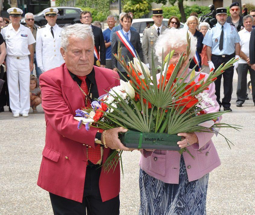 Jean-Louis Faggianelli et Micheline Lamblard au nom du Club varois du 18 juin