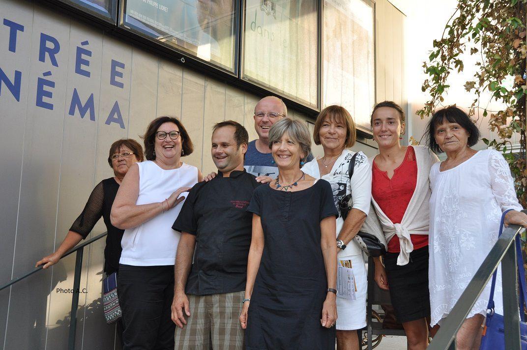 Noémie Dumas, directrice (2è à droite) et Jérôme Quaretti, responsable de la programmation (4è à gauche) ont présenté la programmation du Six N'étoiles en présence de Dominique Ducasse, adjointe à la culture et des responsables d'associations cinématographiques