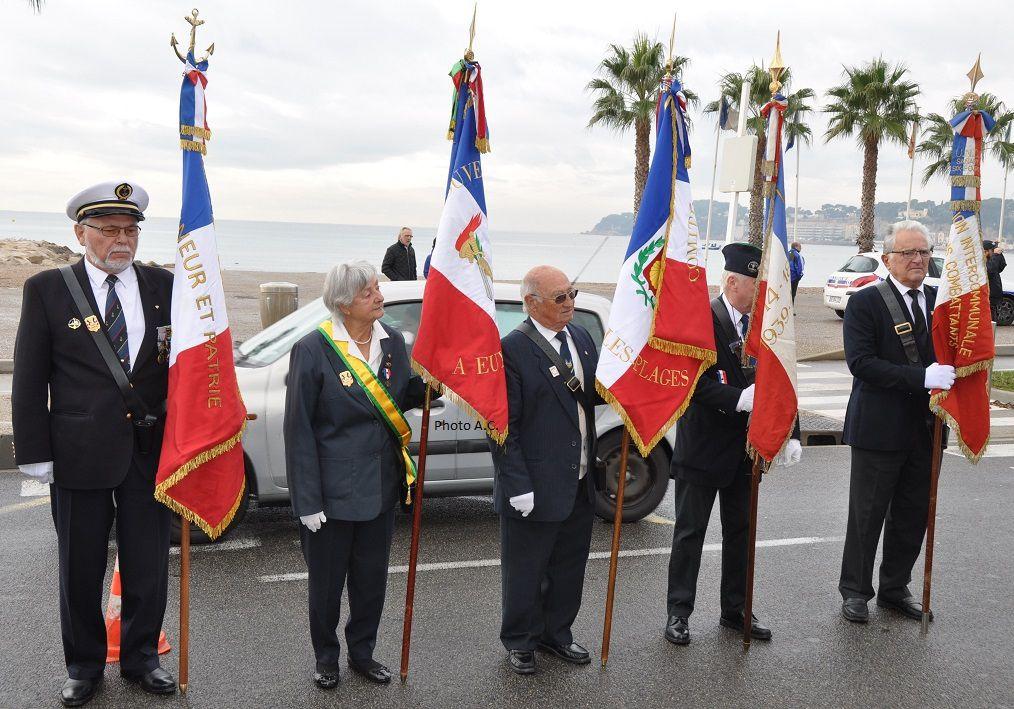 Les porte-drapeaux des associations patriotiques