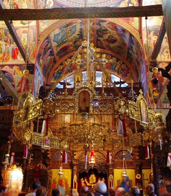 vue de quelques monasteres et de leur fresques , la photo avec l'escalier est celle de la basilique de Kalambaka