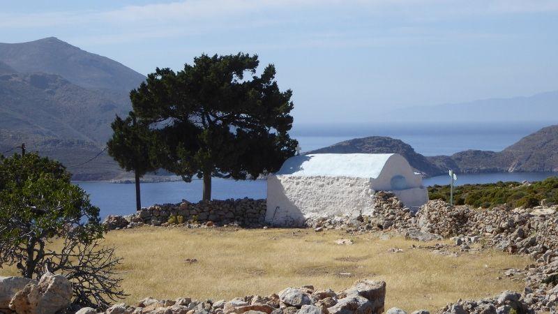 le monastere , promenade sur la cote sud est vers Gerra