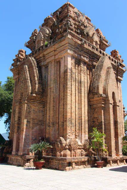 Les tours Cham de Po nagar