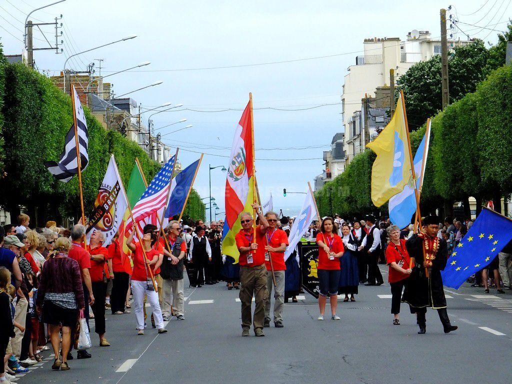 LA GRANDE PARADE DES FOLKLORES DU MONDE SAINT-MALO 2016 EN IMAGES