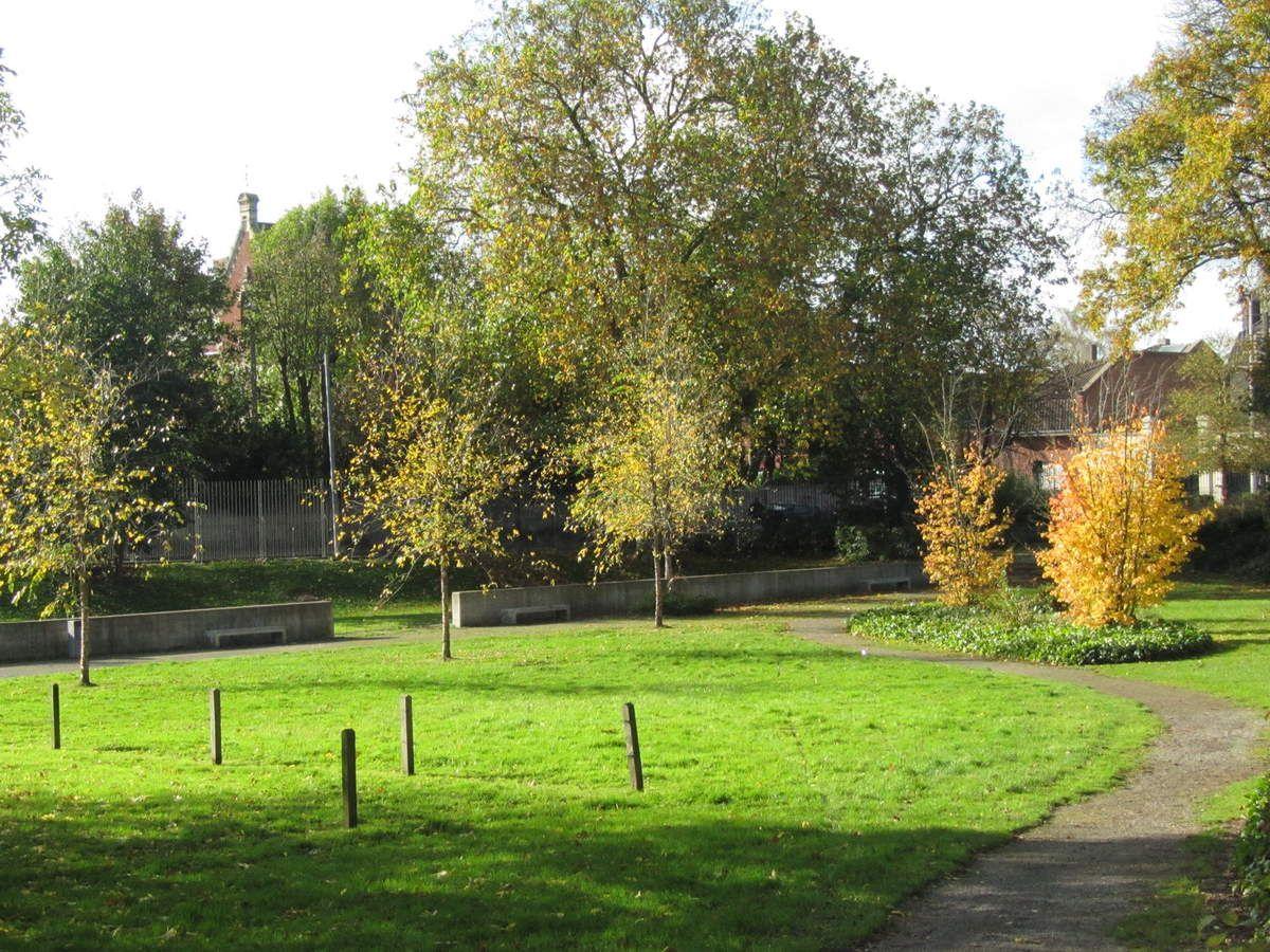 Le parc Beuvry se trouve à quelques mètres de la gare