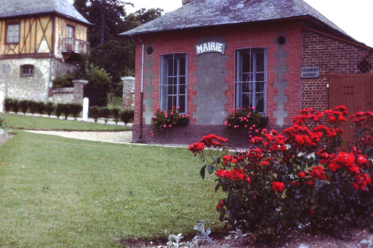 La Mairie d'Hautot sur Seine vers 1972