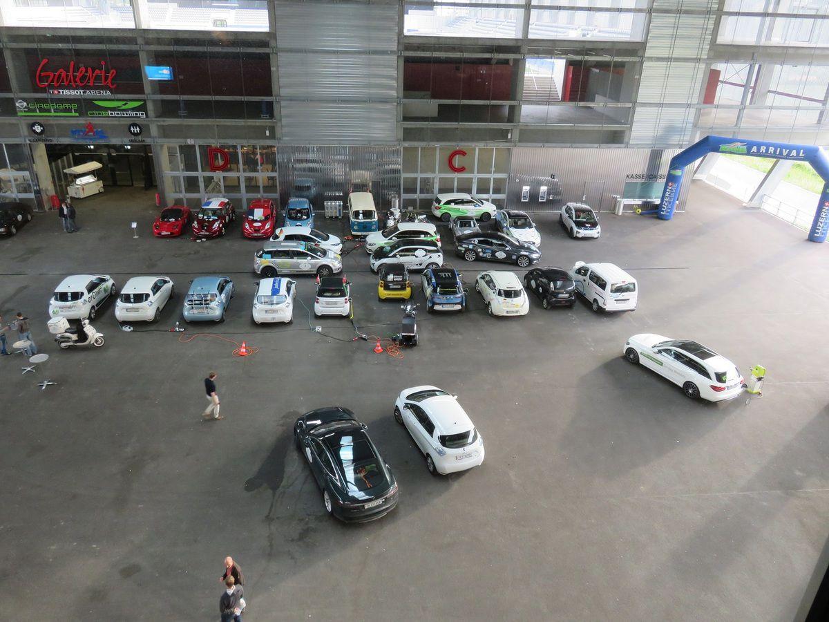 Départ de l'auberge à Allerheiligenberg, 251 km d'autonomie, woua !! Visite d'écoles dans les environs de Bâle, VRBikes à Choindez, Rally dans le Jura Suisse,  Tissot Arena à Biel, notre chambre