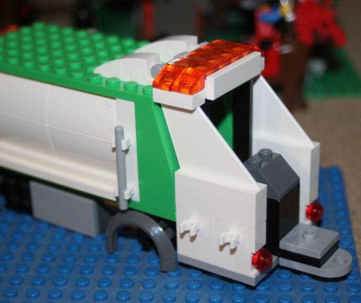 4432 - Le camion poubelle / Garbage truck
